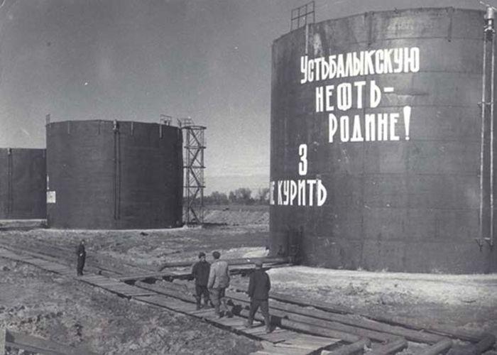 Первый фонтан промышленной нефти