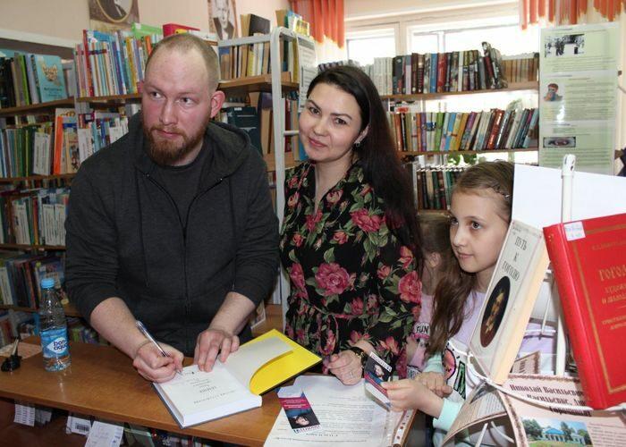 Открыта сельская библиотека в п. Белый Яр.